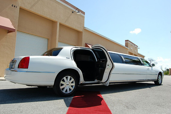 8 Person Lincoln Stretch Limo